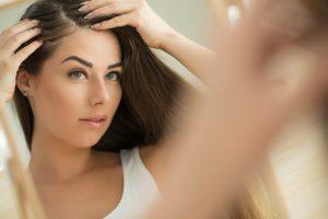 Kreisrunder Haarausfall bei Frauen wird durch Entzündungen verursacht