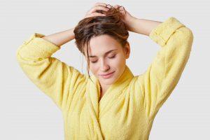 Haarausfall bei Frauen kann mit den richtigen Tipps vorgebeugt werden