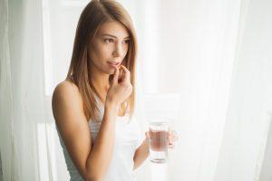Tabletten können gegen Haarausfall bei Frauen helfen